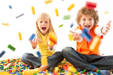 Trẻ nhỏ và những món đồ chơi