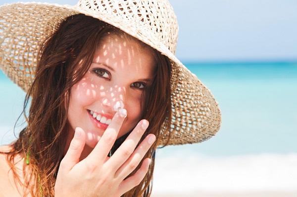 Bôi kem chống nắng để bảo vệ da bạn